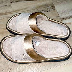 Isotoner slippers 6.5- 7